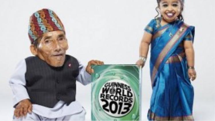"""Ông Dangi cũng từng ra cuốn sách cùng người phụ nữ thấp nhất thế giới, cuốn """"Guinness world records 2013"""""""