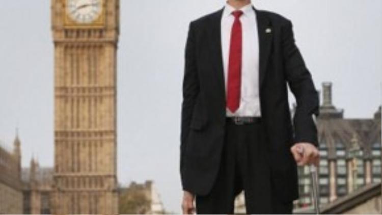Năm 2014, ông Dangi và người đàn ông cao nhất thế giới có cơ hội được gặp gỡ nhau