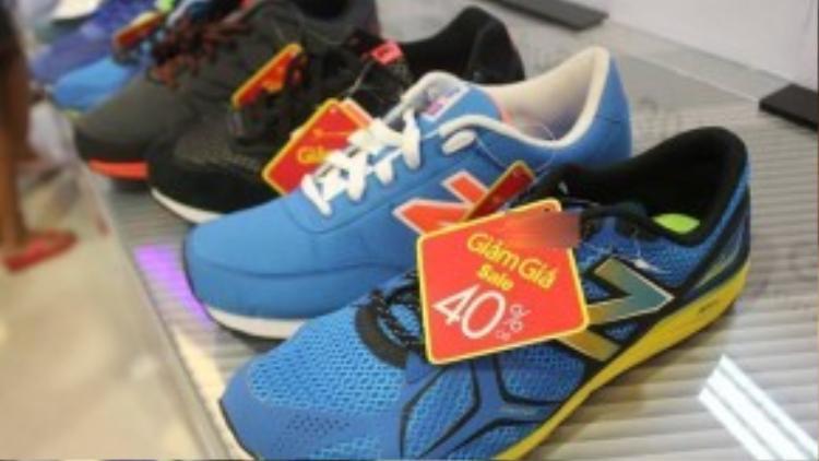 Đôi giày thể thao 1,2 triệu đồng này được nhiều khách hàng mua với giá 730.000 đồng.
