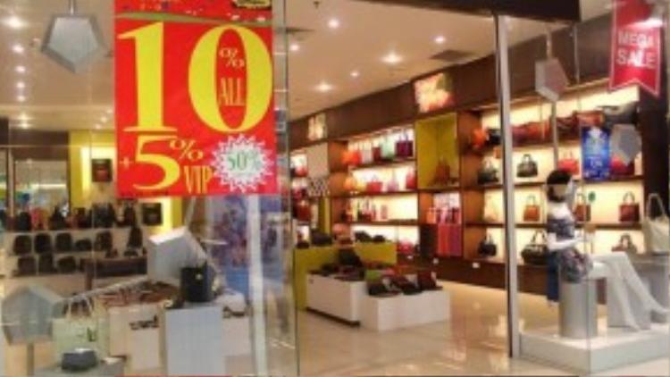 Cũng có một số cửa hàng không có khách, do sản phẩm không được ưa chuộng, giá lại quá đắt.