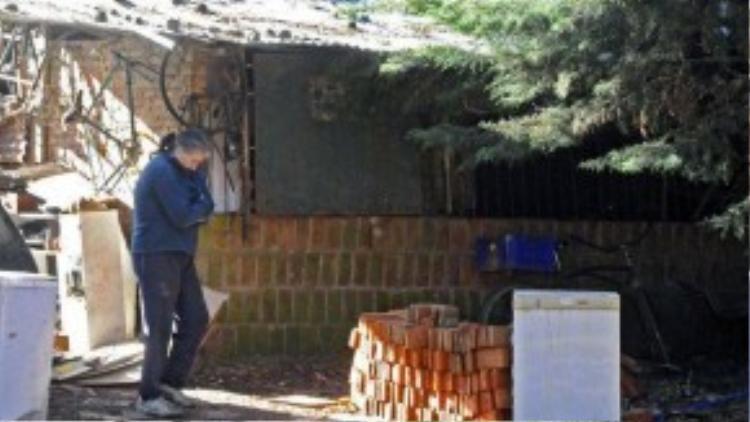 Căn nhà kho nơi ông Eduardo Oviedo nhốt người vợ tâm thần và cậu con trai tự kỷ trong suốt 2 năm qua.