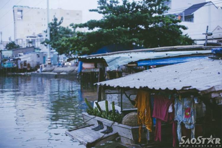 Cuộc sống về đêm của những gia đình trên sông Sài Gòn