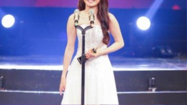 Không chỉ Kang Tae Oh được vinh danh, Nhã Phương cũng đã vượt qua nhiều gương mặt nghệ sĩ khác nhận giải thưởng cho nữ diễn viên.