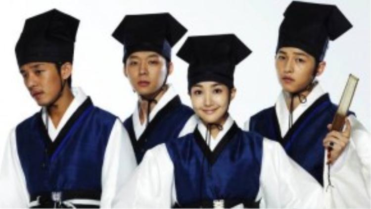 Kim Yoon-hee (Park Min-young) là con gái một gia đình thời Chosun. Do người anh trai bị bệnh nên cô phải cải trang thành nam để đến theo học tại Sungkyunkwan, nơi chỉ giành cho các công tử các gia đình thượng lưu.