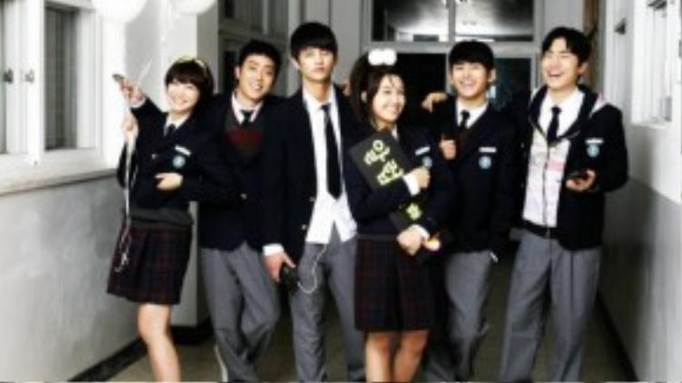 Bộ phim xoay quanh cuộc sống của 6 cô cậu học sinh ở Busan, lồng ghép qua lại hai giai đoạn quá khứ năm 1997 và thời điểm hiện tại, khi tất cả đang tham gia một buổi họp lớp vào năm 33 tuổi.