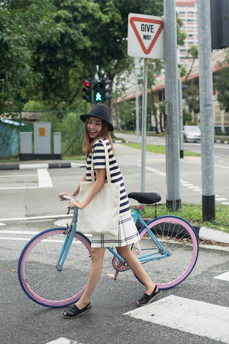 Ninh Dương Lan Ngọc đầy màu sắc trên đường phố Singapore