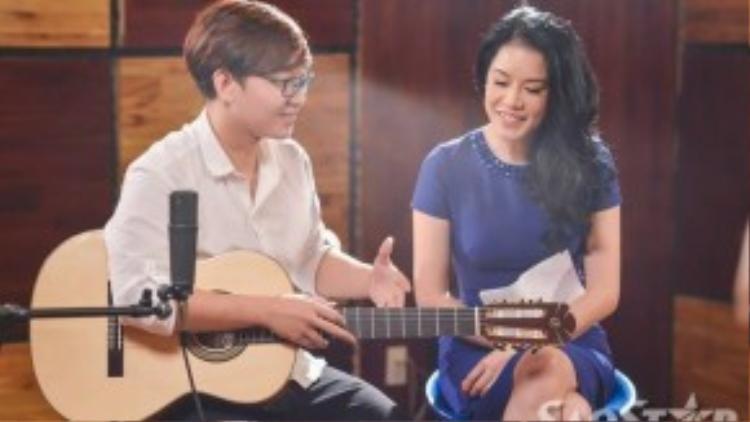 Bằng tư duy âm nhạc thông minh, Hoàng Dũng đã đưa ra được nhiều gợi ý mới khiến Thu Phương rất thích thú.