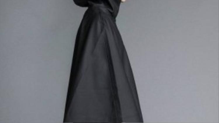 Áo mưa đã từng đi vào bộ sưu tập của không ít thương hiệu thời trang nổi tiếng như Burberry, Celine hay Valentino, được thiết kế với mẫu mã siêu sang trọng, quý phái và độc đáo.