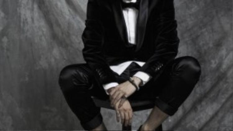 """Ngày 8/9, nam ca sĩ đã cho ra mắt single mới toanh mang tên """"Từ khi gặp em"""". Ca khúc này không chỉ được tung ra trên các trang mạng trực tuyến mà còn được công bố trên trang Youtube cá nhân của nam ca sĩ. Chỉ vừa ra mắt nhưng """"Từ khi gặp em"""" đã nhận được những phản hồi tốt từ fan yêu nhạc."""