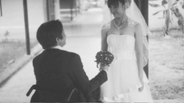 """Chị Lịch tâm sự: """"Lúc đầu khi biết em quen anh Mạnh, gia đình đã ngăn cản rất quyết liệt. Lúc đó em hiểu rằng sẽ có rất nhiều khó khăn để được sống bên nhau. Nhưng tình yêu đã giúp chúng em mạnh mẽ vượt lên tất cả""""."""