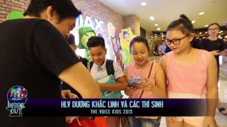 Dương Khắc Linh cùng các học trò quậy tưng rạp chiếu phim