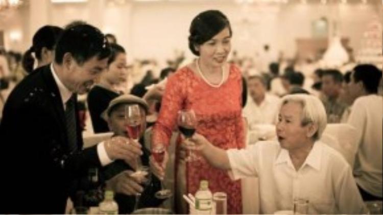 Các khách mời của bố mẹ hai bên phần lớn là người lớn tuổi, lại được mời phần nhiều vì quan hệ xã giao hơn là tình cảm thật nên tham dự chẳng được mấy người. (Ảnh minh họa)