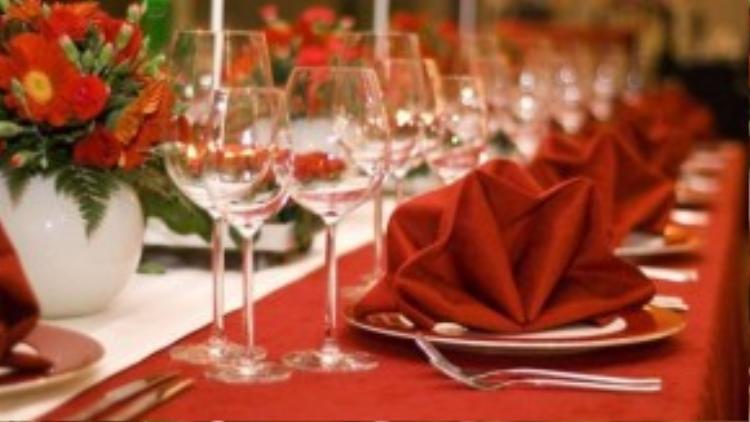 Tổng cộng số lượngkhách mời của hai bên sui gia là 30bàn, gấp 3lần của cô dâu và chú rể cộng lại. (Ảnh minh họa)