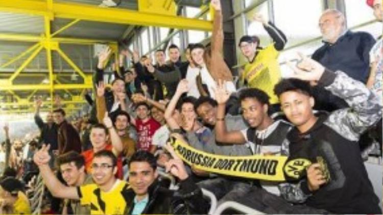 Người tị nạn được bố trí cổ vũ Dortmund thi đấu tại Europa League.