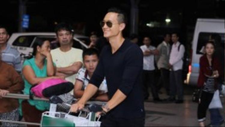 Đây không phải lần đầu tiên nam tài tử Việt kiều đi dự một LHP tầm cỡ quốc tế. Trước đó, anh cũng từng góp mặt trên thảm đỏ của LHP Cannes, LHP Miami, LHP Dubai với tư cách khách mời danh dự.