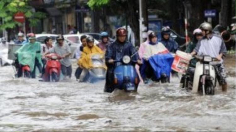 Nước ngập không chỉ gây chết máy xe mà còn ảnh hưởng đến sự an toàn giao thông của bạn.