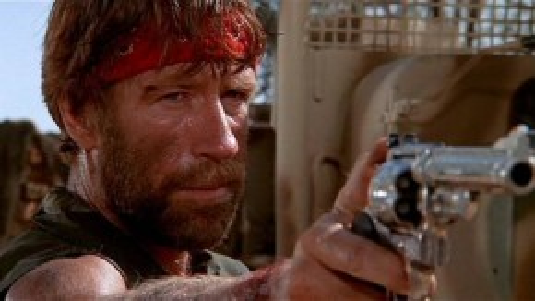 """J.J. McQuade trong """"Lone Wolf McQuade"""": Chàng cảnh sát đặc nhiệm vùng Mexico có khí phách ngang tàng khiến bọn tội phạm phải khiếp đảm. Anh mang biệt danh Lone Wolf (Sói cô độc) cũng bởi chỉ thích hành sự một mình. Đây là vai diễn để đời của ngôi sao võ thuật Chuck Norris. Trong """"The Expendables 2"""", nhân vật của ông cũng được Sylvester Stallone gán cho biệt hiệu Lone Wolf như một sự tri ân cho bộ phim năm xưa."""