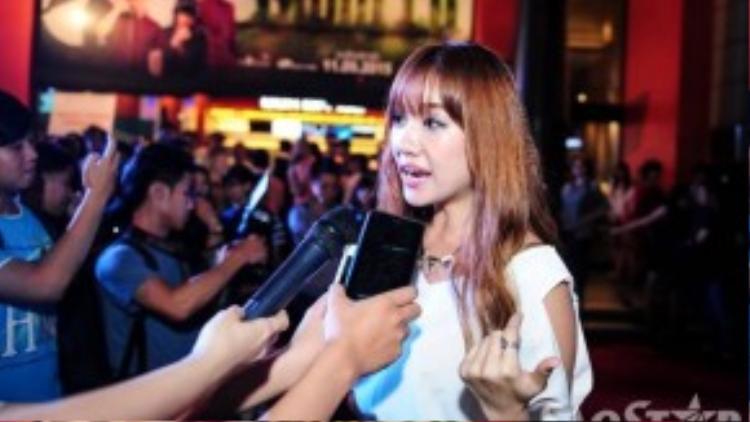 Cô được nhiều cơ quan truyền thông chú ý. Thời gian qua, giọng ca Hương đêm bay xa thường xuyên góp mặt ở các bộ phim điện ảnh.