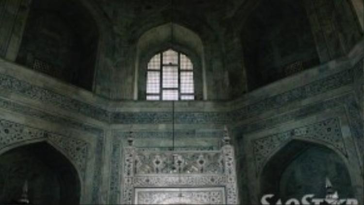 """Nhiều người nhận xét Taj Mahal không chỉ là một công trình kiến trúc mà còn là một """"trang sức"""" khổng lồ vì những thiết kế tinh xảo của nó."""