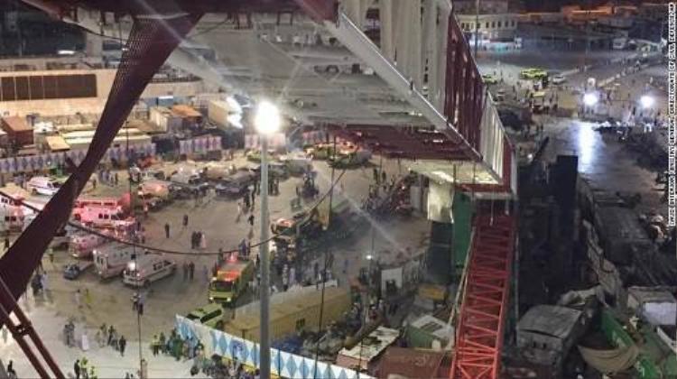 Kinh hoàng cần cẩu sập đè chết 107 người tại Thánh địa Mecca