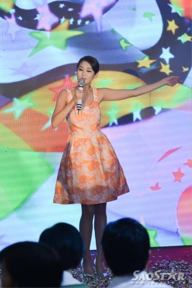 Sầm Hương hát cực sung, Mã Quốc Minh bắt tay từng khán giả