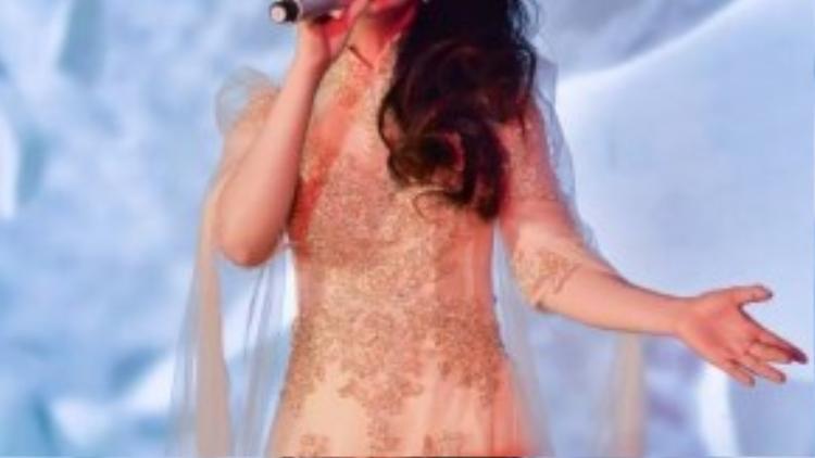 Lương Bích Hữu hiện là bạn gái của nhạc sĩ Khánh Đơn. Cả hai luôn giữ kín bí mật chuyện tình cảm vì không muốn truyền thông làm ảnh hưởng đến cuộc sống riêng tư.