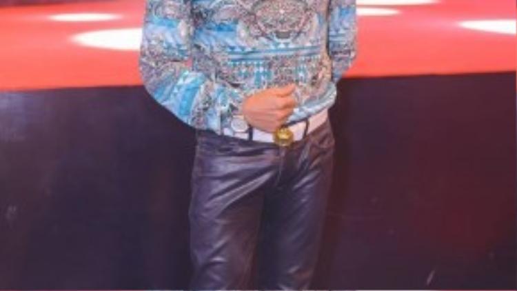 Tham gia chương trình còn có MC Thanh Bạch, anh là gương mặt quen thuộc tại các sự kiện vì cộng đồng.