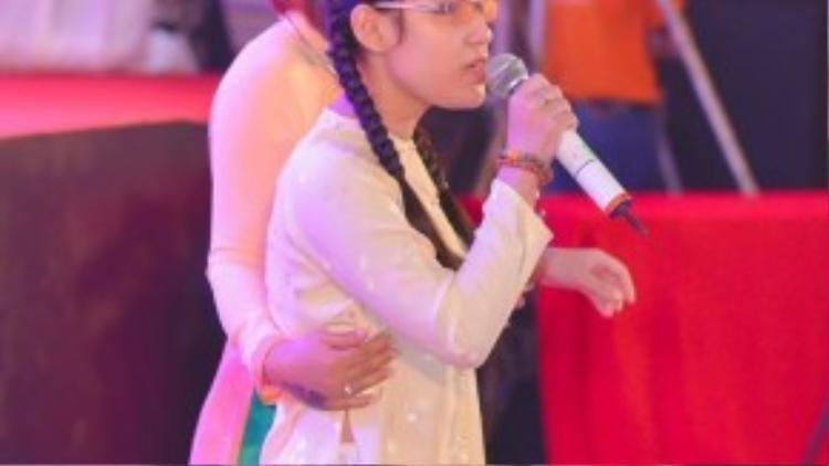 Ngọc Anh song ca cùng ca sĩ Đông Đào bài hát Nhật ký của mẹ.