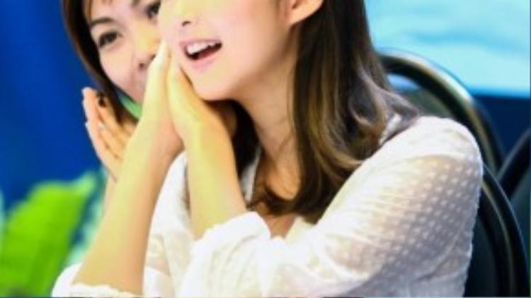 Sầm Lệ Hương xúc động với tình cảm mà các em thiếu nhi dành cho đoàn TVB.