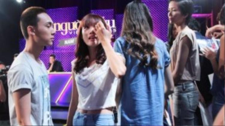 Những giọt nước mắt của các thí sinh khi chia tay với Hoàng Anh Tú.