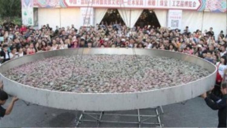 Nồi cua khổng lồ tại Liêu Ninh, Trung Quốc