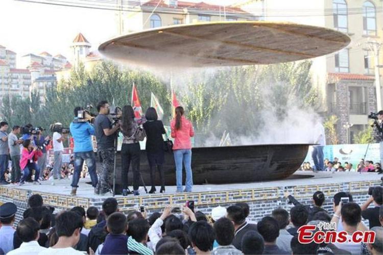 Trung Quốc: Nồi cua hấp phục vụ hàng nghìn người to nhất thế giới