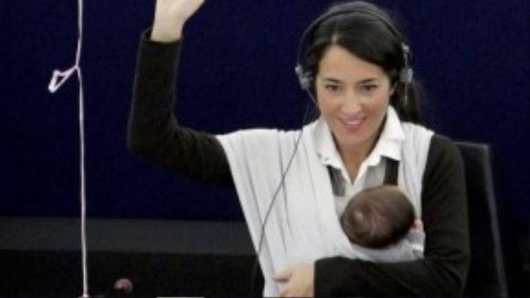 Vittoria trở nên nổi tiếng kể từ khi cô bé được tham dự cuộc họp nghị viện Châu Âu với mẹ của mình vào năm 2010, khi ấy cô bé mới được hơn 1 tháng tuổi.