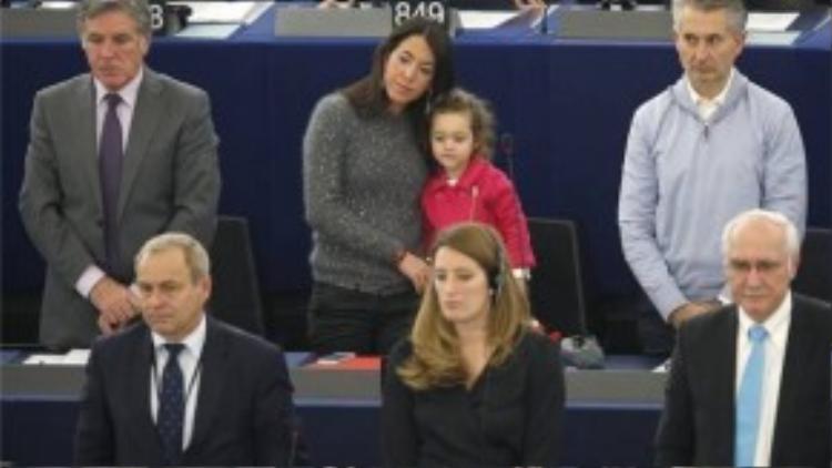 """""""Công chúa nhỏ ở nghị viện Châu Âu"""" nay đã 4 tuổi, vì đã lớn nên em không mũm mĩm như ngày thơ bé nữa."""