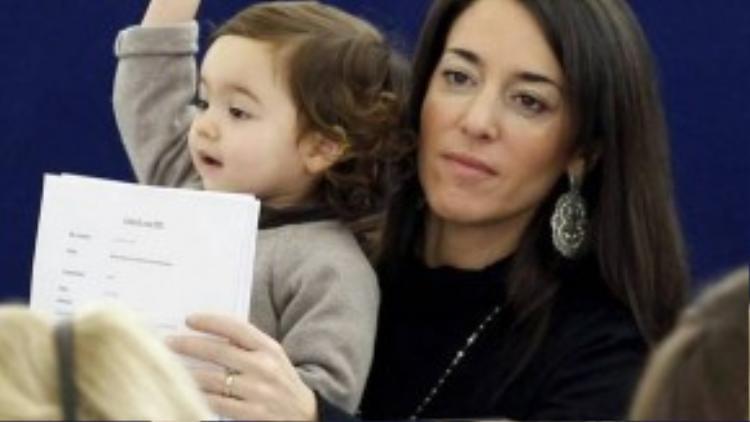 """Sau 2 năm có mặt trong các buổi họp, Vittoria đã là """"thành viên"""" trẻ nhất của hội đồng quyền lực hàng đầu Châu Âu."""