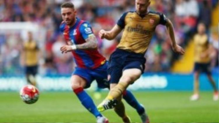 Mertesacker hy vọng sẽ trở lại cùng Arsenal trong trận đấu với Chelsea.