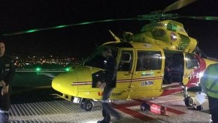 Em đã được đưa đến bệnh viện bằng đường trực thăng.