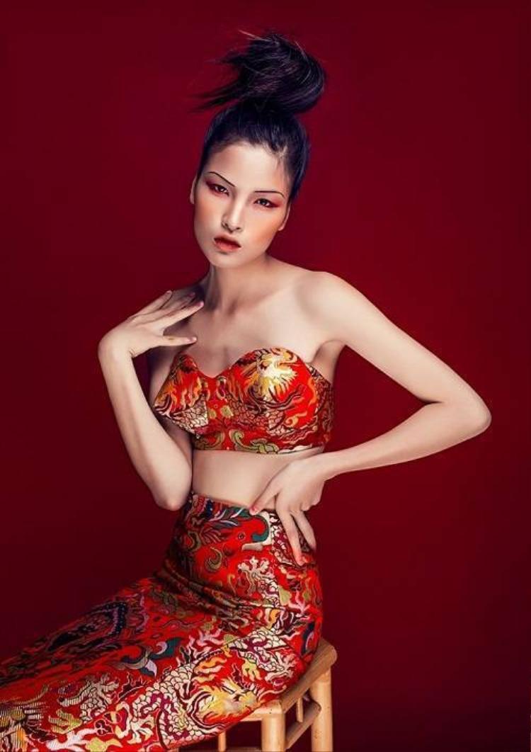 4 mẫu Việt đồng loạt chinh phục sàn diễn quốc tế 2015