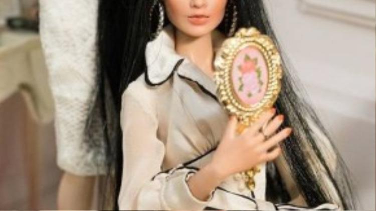 """Sau Quỳnh Lam, Phan Nguyễn Hồng Ânlà thí sinh tiếp theo được chuyên gia hướng dẫn cách giữ gìn và chăm sóc mái tóc. Đã 2 lần """"hụt"""" vị trí cao nhất tại các vòng thi trước, Hồng Ân cho biết đây là động lực để cô cố gắng 200% sức lực của mình để giành được thành tích tốt hơn."""