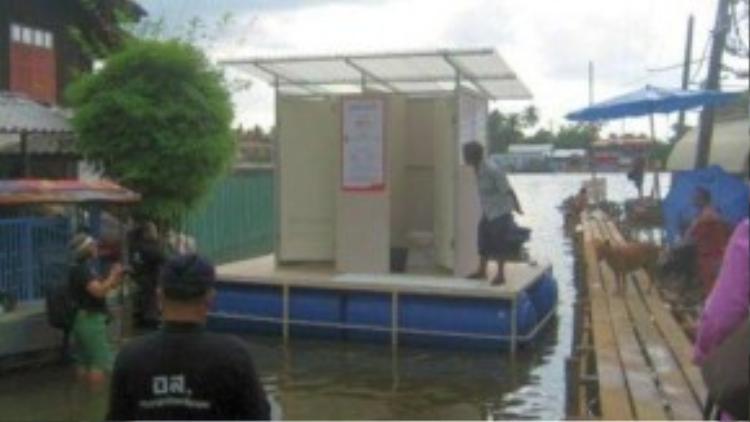 Một nhà vệ sinh nổi gắn với bể xứ lý chất thải. Tập đoàn Siam Cement đang mở rộng phát minh sáng chế này.