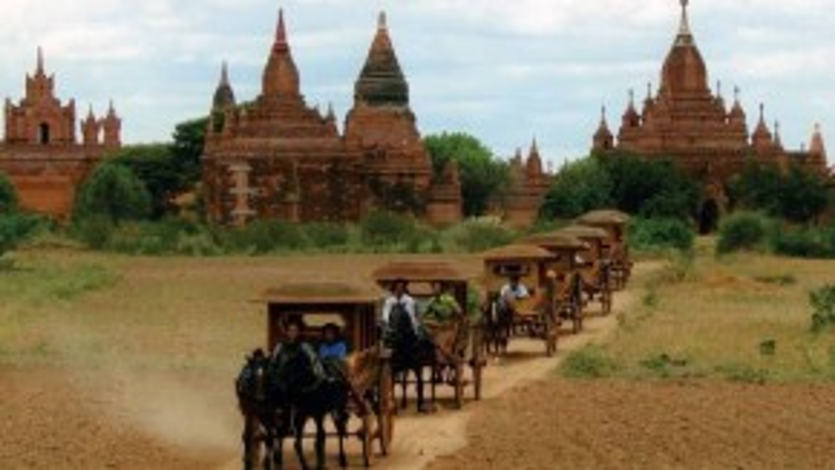 Khám phá Bagan bằng xe ngựa là sự lựa chọn của nhiều du khách.