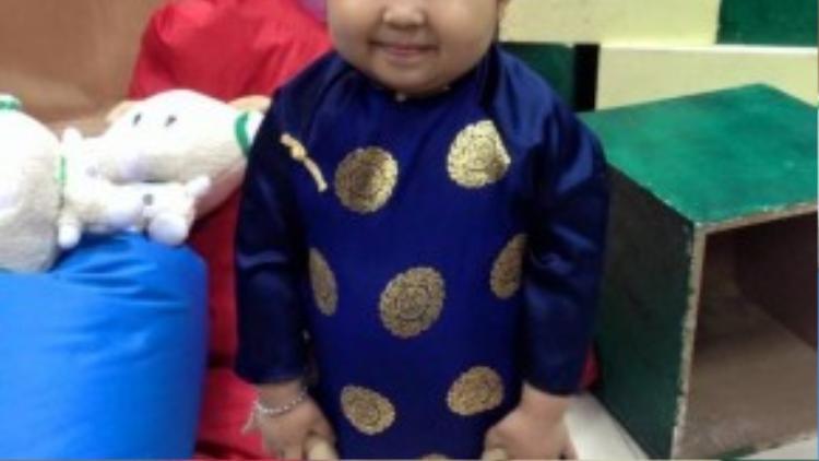Ku Tin - cậu bé 4 tuổi sở hữu gương mặt bầu bĩnh, cực kì đáng yêu.