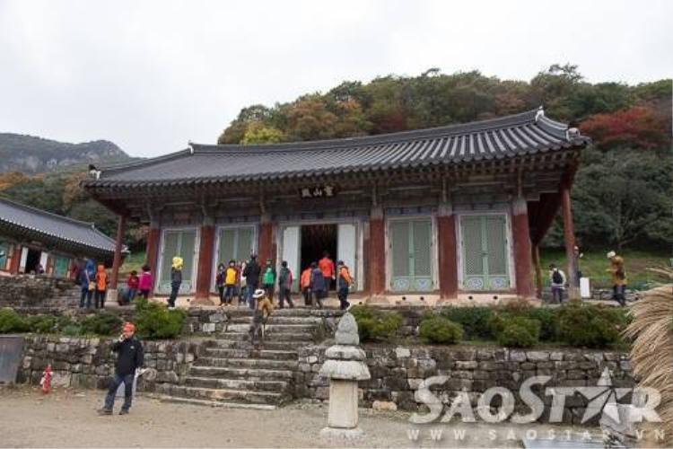 Mùa thu tam sắc đẹp như tranh vẽ ở chùa cổ Seonunsa, Hàn Quốc
