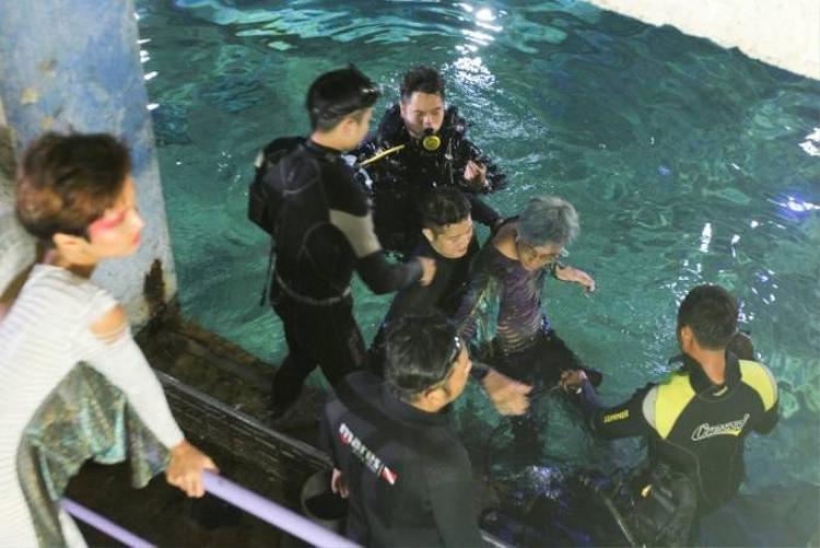 Thí sinh Next Top chịu lạnh chụp ảnh dưới bể cá sâu 4m