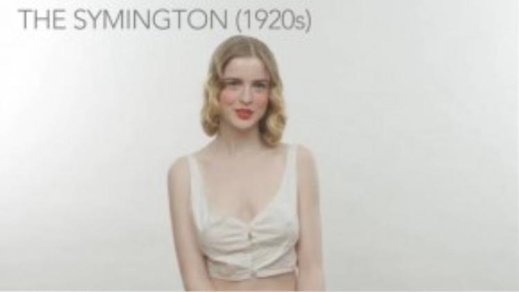 """Đầu những năm 20, phụ nữ chuộng phong cách lưỡng tính. Nên nhiệm vụ của chiếc áo lót bấy giờ là """"che bớt"""" những đường cong nữ tính của chị em. (Ảnh chụp từ clip)"""