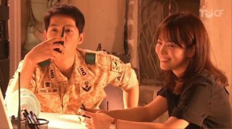 Song Joong Ki phớt lờ người đẹp Song Hye Kyo