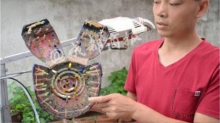 Anh Chen Gongke với sáng chế của mình