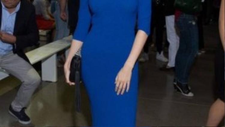 Anna Kendrick diện trang phục đơn sắc và quý phái tại show diễn của Altuzarra