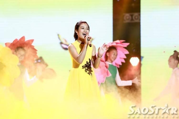 Công chúa tóc mây Hồng Minh tiến thẳng vào top 12 Giọng hát Việt nhí