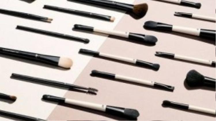 H&M vừa ra mắt dòng sản phẩm làm đẹp với 700 món trải dài từ mỹ phẩm, sản phẩm chăm sóc da, sản phẩm tạo kiểu tóc đến dụng cụ làm đẹp.